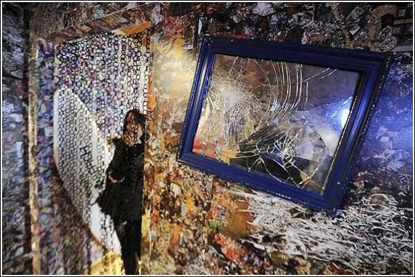 Новый отель в Мадриде: даже зеркало - и то разбитое