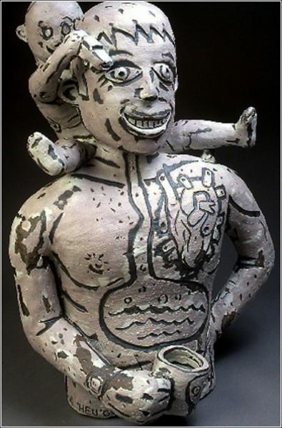 Странные керамические фигурки Бенджи Хью: отец и сын