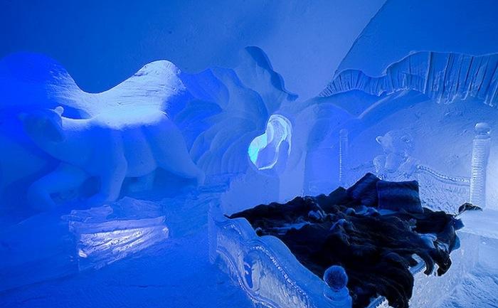 Ледяной дом: 15 тысяч тонн снега и 500 тысяч тонн льда