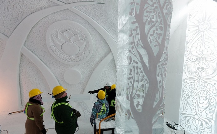 Ледяной дом открыт с 6 января по 25 марта 2012 года