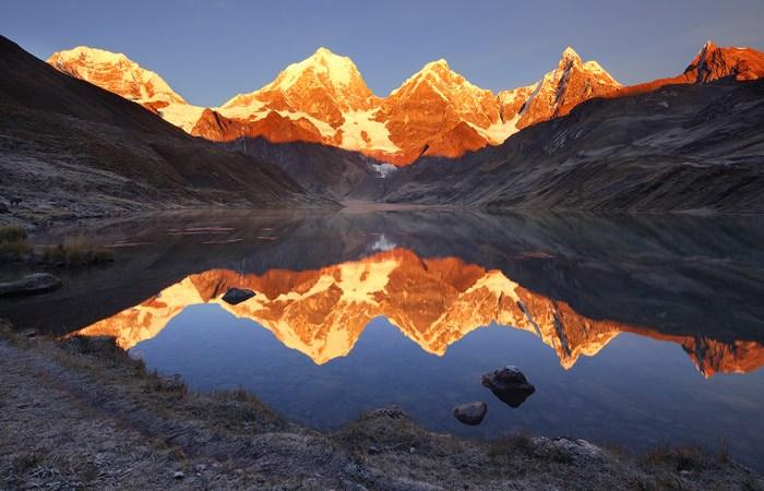 Хребты и кряжи, умноженные на два: фотографии гор Джека Брауэра