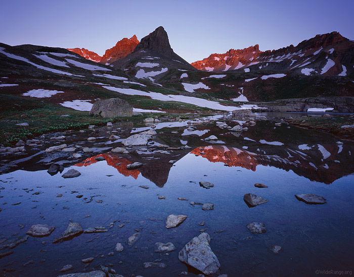 Хребты и кряжи, умноженные на два: фотографии гор со всего света