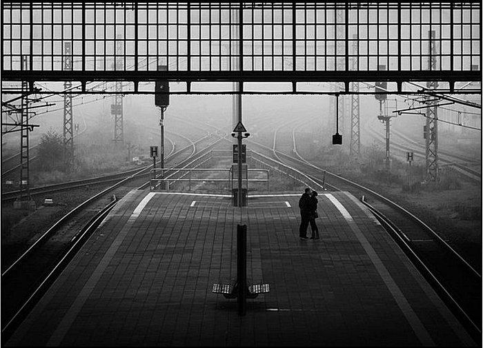 Вокзал для двоих: умиротворяющие черно-белые снимки Кая Циля