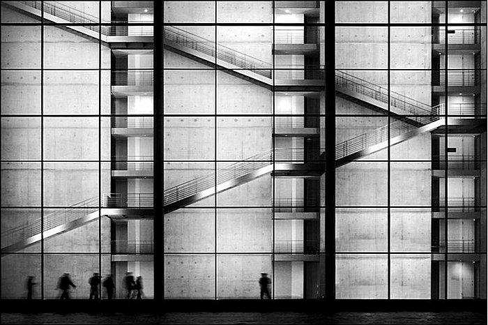 Лестницы-графики: умиротворяющие черно-белые снимки Кая Циля