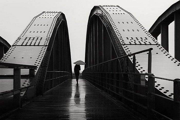 Дождь: умиротворяющие черно-белые снимки Кая Циля