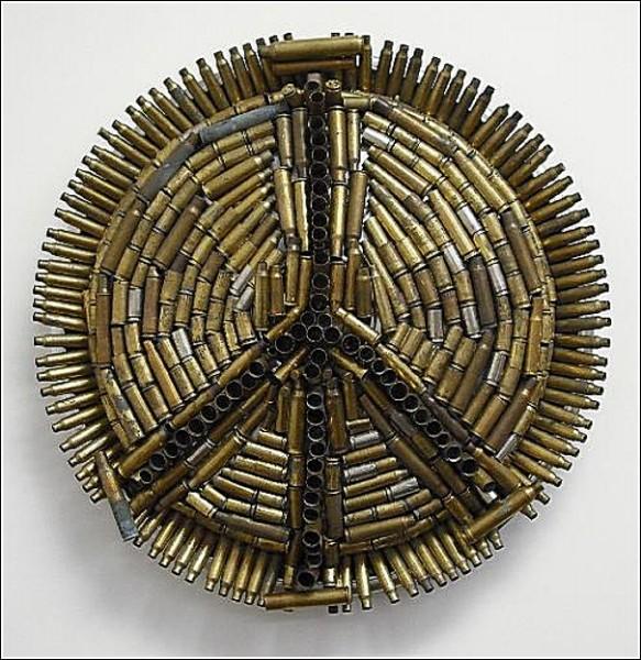 Колесные колпаки, из которых выходят скульптуры: проект «Искусство со свалки»