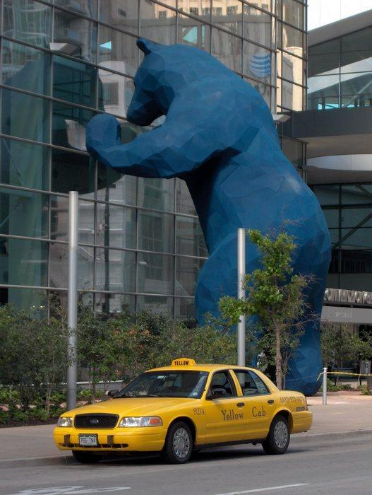 Медведь, смотрящий в окно: монументальная скульптура Лоренса Арджента