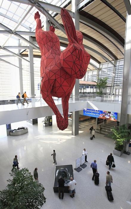 17-метровый красный кролик: монументальная скульптура Лоренса Арджента