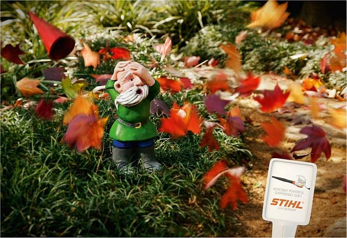 Шапки долой: забавная реклама машины для удаления листьев