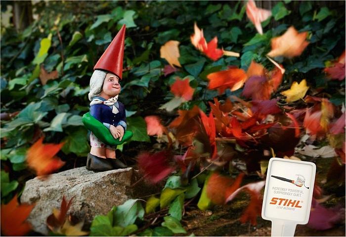 Мэрилин Монро отдыхает: забавная реклама машины для удаления листьев
