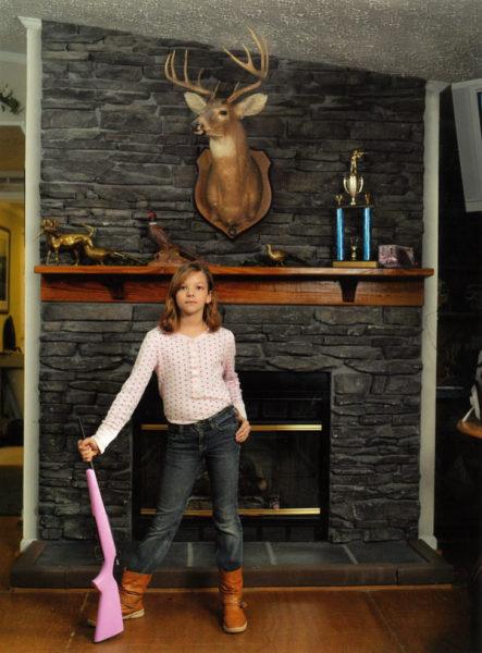 Розовое ружьишко: сборник фотографий Линдси Маккрам
