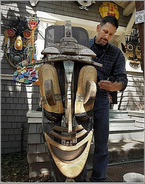 Искусство против мусора: маска и ее автор
