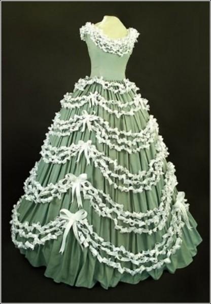 Трэш-кутюр: вечернее платье из гостиничных простыней