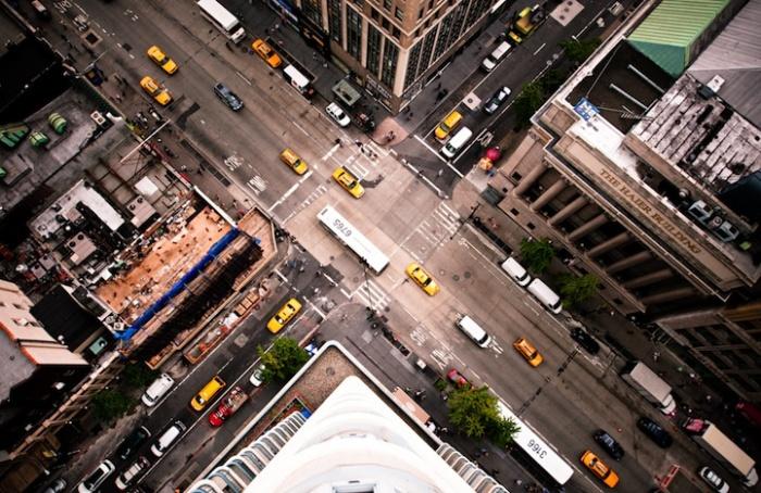 Автомобили - как модельки: городские фотографии Навида Барати