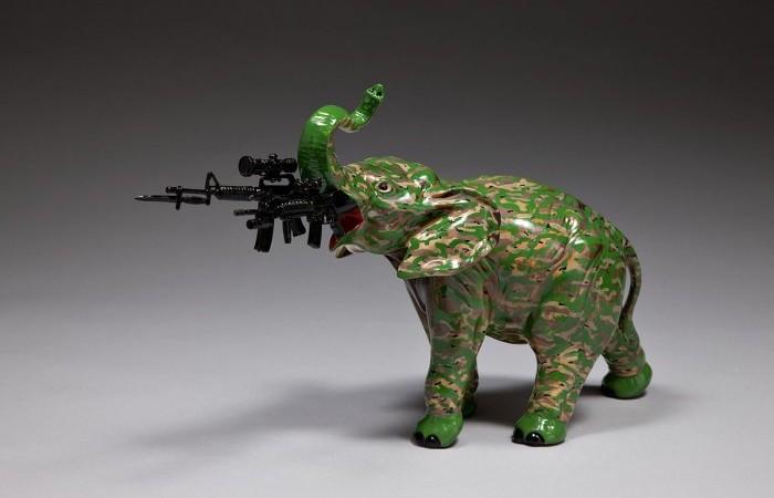Осовремененные фарфоровые фигурки Пенни Бирн: слоник с серванта