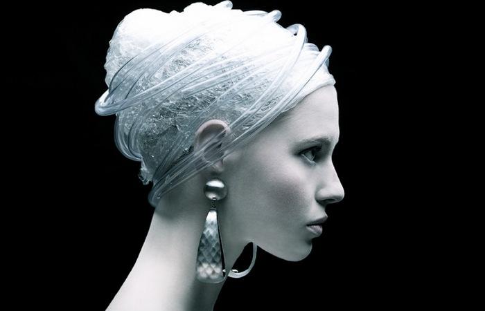 Мода на пластик: футуристические фэшн-фотографии Томааса