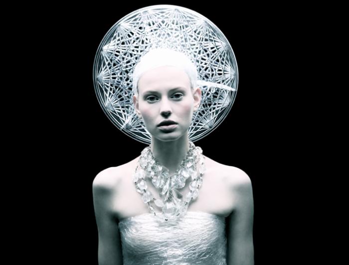 За пластиком - будущее: футуристические фэшн-фотографии Томааса