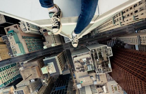 Головокружительный фотопроект: «Я сижу на крыше, и я очень рад»