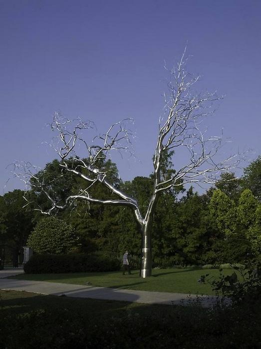 Одиноко стоящее дерево: металлические деревья Рокси Пейна