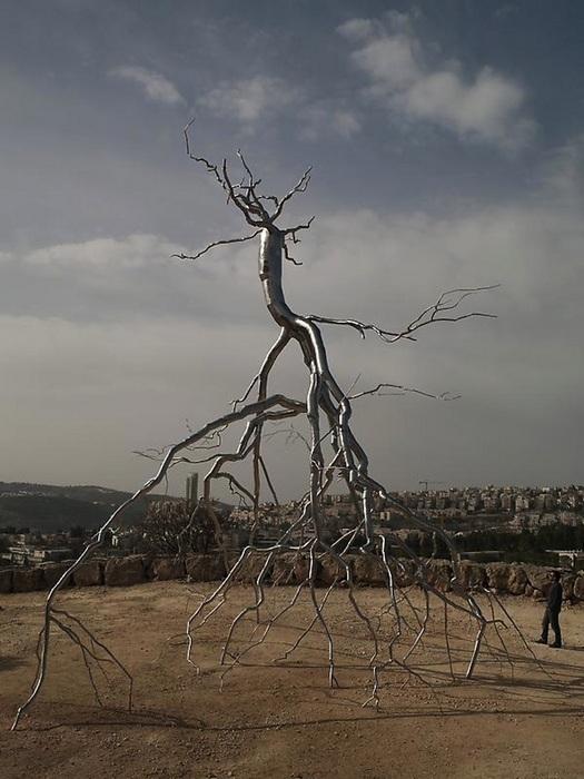 С ног на голову: металлические деревья Рокси Пейна