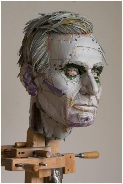 Первые скульптуры были сделаны из бесхозных коробок