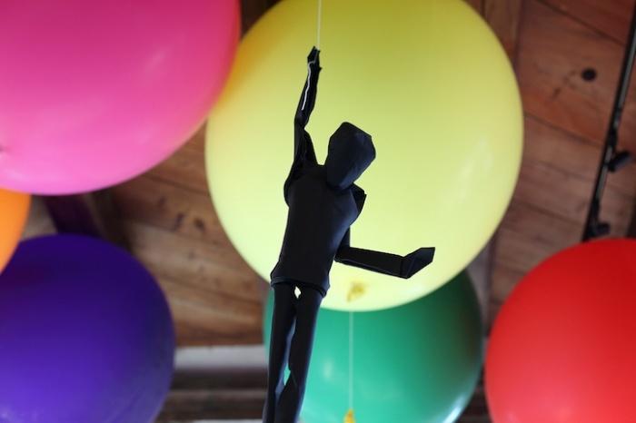 Летучая инсталляция Сифо Мабоны на книжном фестивале
