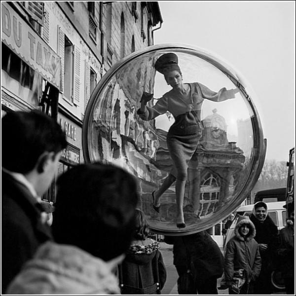 Толпа в недоумении: черно-белые снимки Мелвина Соколски