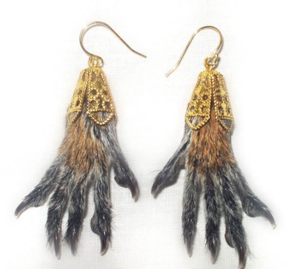 Оригинальные украшения: серьги из беличьих лапок