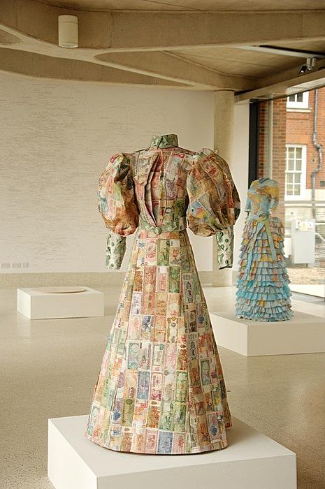 Викторианская колонизаторская мода: денежные платья