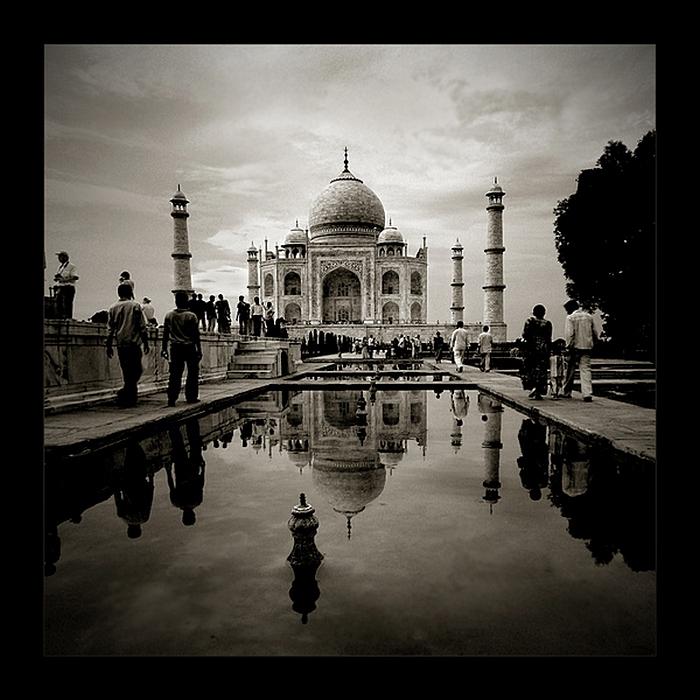 Тадж-Махал и туристы: черно-белые снимки Тамера Аль-Тассана