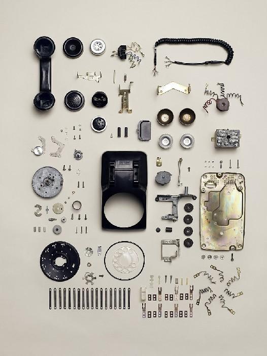Как разобрать часы, телефон и газонокосилку: креативный фотопроект
