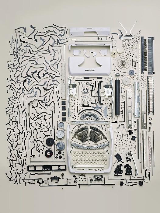Как разобрать часы, телефон и газонокосилку: в пишущей машинке тоже много интересного