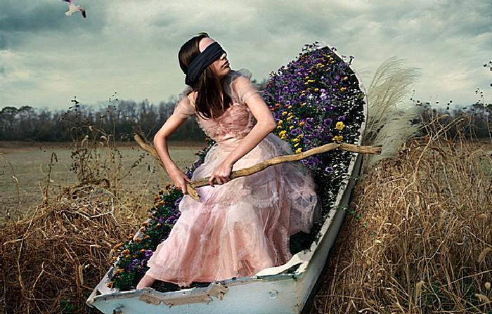Лодка в степи: арт-фотографии Тома Чемберса