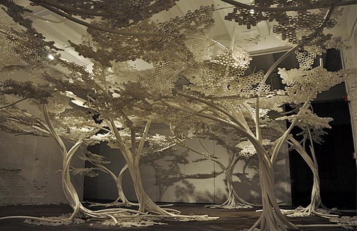 Цветущая вишня в зимнем саду: инсталляция Тома Прайса