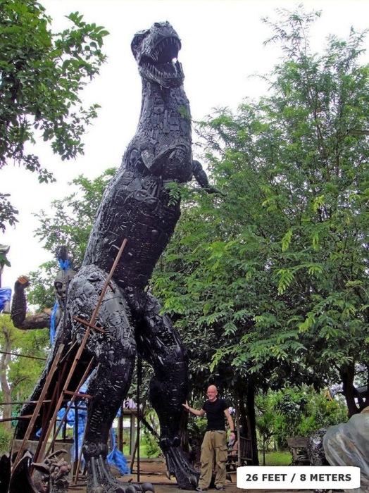 Металлические скульптуры Тома Самуи: динозавр