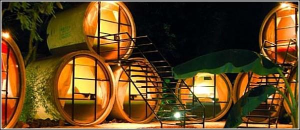 Необычный отель из бетонных труб: уютно и светло