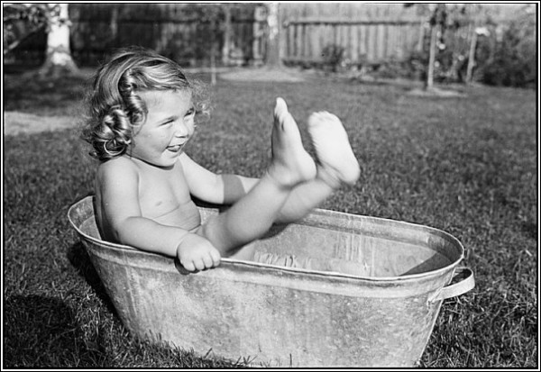 Черно-белые снимки Свена Тюрка: купание