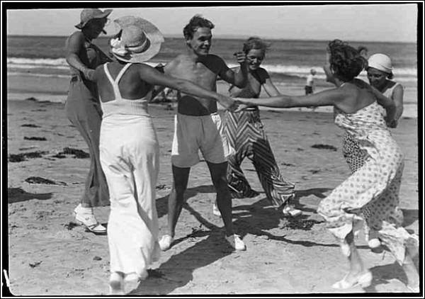 Черно-белые снимки Свена Тюрка: пляжники