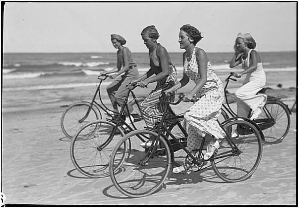 Черно-белые снимки Свена Тюрка: велосипедисты