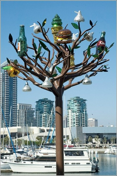 Городская скульптура Джин Уэллс: яркие цвета и блестящие поверхности
