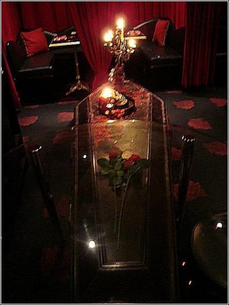 Где стол был яств - там гроб стоит
