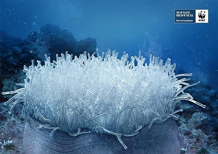 Пластиковая актиния: зеленая реклама с морского дна