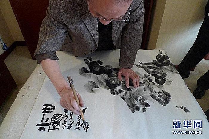 Художественная дактилоскопия Чжана Баохуана: нанесение иероглифов