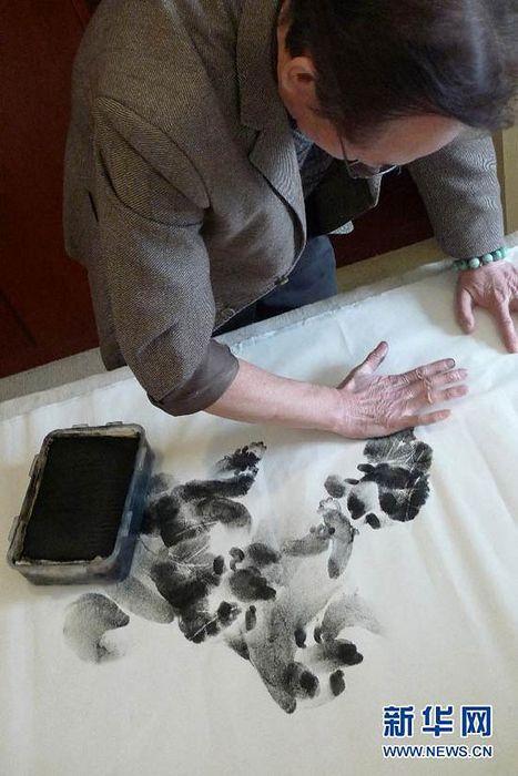 Художественная дактилоскопия Чжана Баохуана: мазок одной ладонью