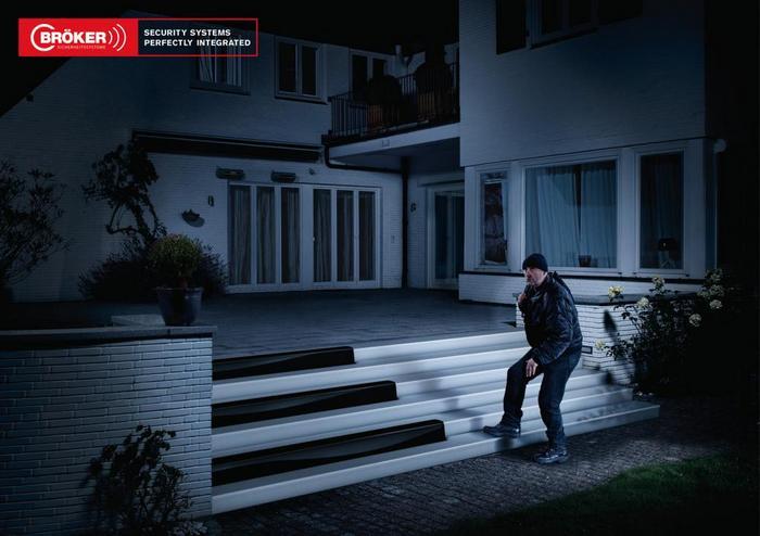 Бег по клавишам рояля: реклама сигнализации для дома