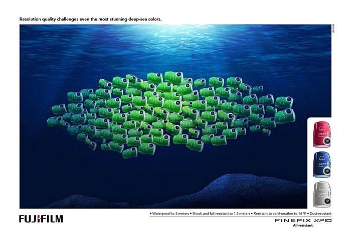 Косяк рыбок-циклопов: креативная реклама фотоаппарата