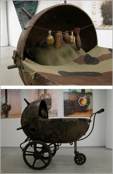 Оригинальную мебель, изготовленную из морских мин