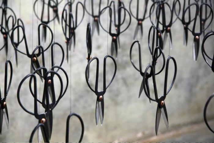3000 концов смотрят в темечко: острый перформанс Бейли Лю