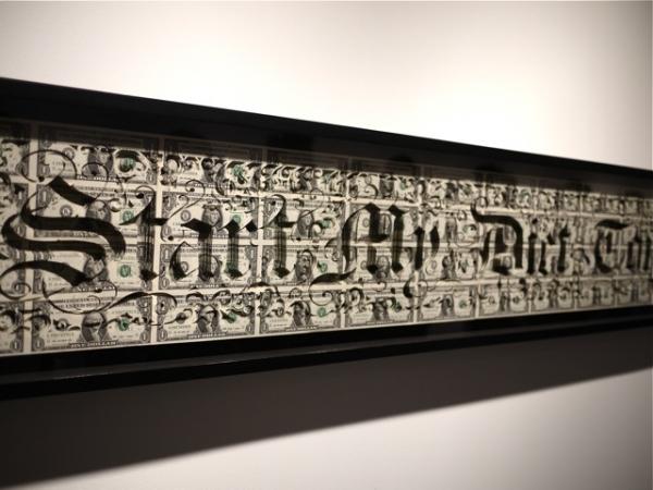 Из неразрезанных листов банкнот получаются крупные арт-работы