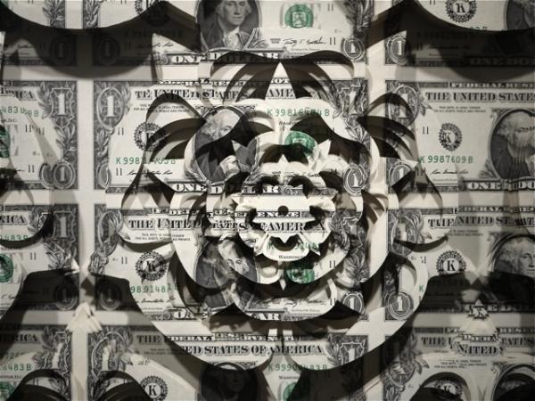 Деньги - суета и всего лишь материал для искусства.